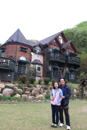 Gyeongju JY Pension: Mr Moon & his wife