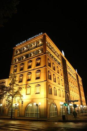 Best Western Congress Hotel: Отель в октябре ночью