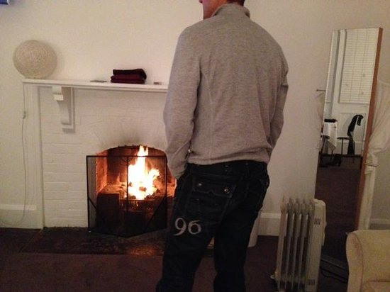 Governors Bay Hotel: cosy fire