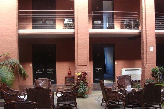 Unique Luxury Colony Hotel: Habitaciones PB