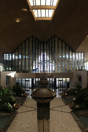 Armed Forces Officers Club & Hotel: Atrium