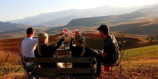 Berghouse and Cottages: Toasting their journeys end with sundowners