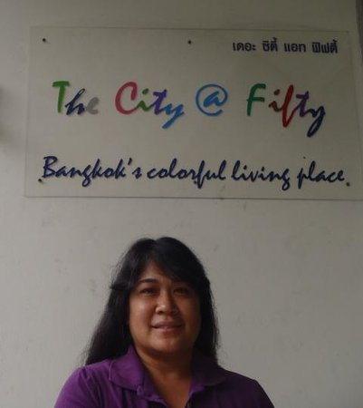 The City@Fifty Hostel: Me in front of the sign