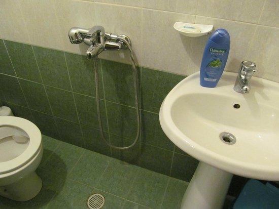 Hotel Kalemi : Terrible bathroom arrangement