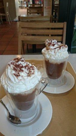 Santagloria Andorra: Chocolate y nata (un suizo) para chuparse los dedos