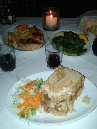 Taverna Kipos Garden : pastitio, filetto di pollo con patate e horta
