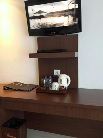 The Royal Eighteen Resort and Spa: Tea and Coffee Table