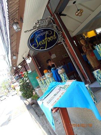 Jao Jong Seafood: オープンエア