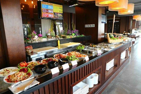 The Kitchen BBQ Buffet: Quầy Buffet Tự Chọn