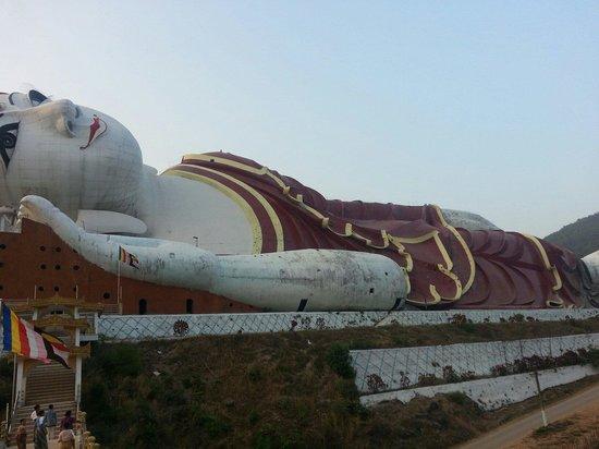 Win Sein Taw Ya - Reclining Buddha: Winsein tawya