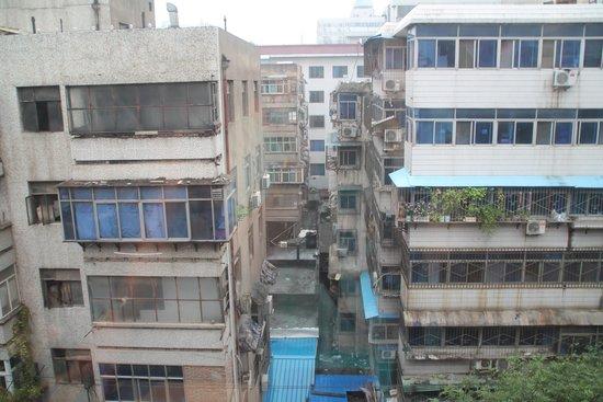 Chenggong International Hotel : ons uitzicht vanuit de kamer.