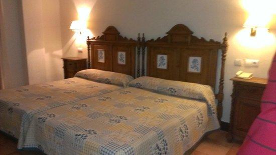 Hotel Sercotel Rosaleda de Don Pedro: Bed