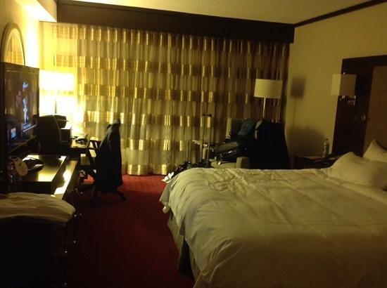 Boston Marriott Burlington : nice room.