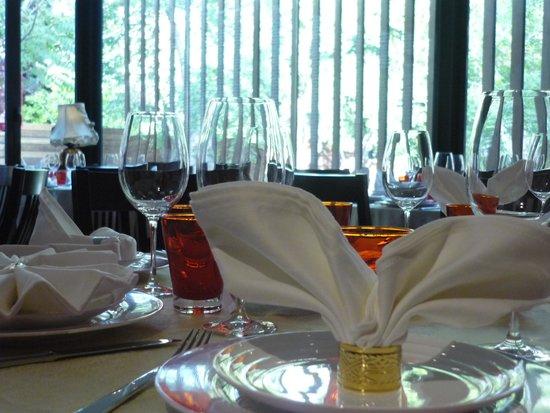 El Bund: 室内餐区
