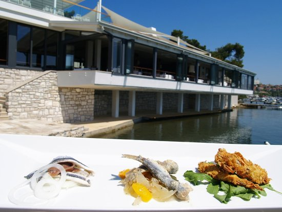 Photo of Seafood Restaurant Ribarska Koliba Restaurant at Ulica Verudella 16, Pula 52100, Croatia