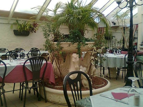 Arri re du restaurant beau d cor picture of au jardin for Au jardin restaurant
