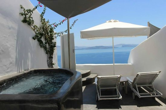 Our room junior suite picture of andronis boutique for Boutique hotel oia
