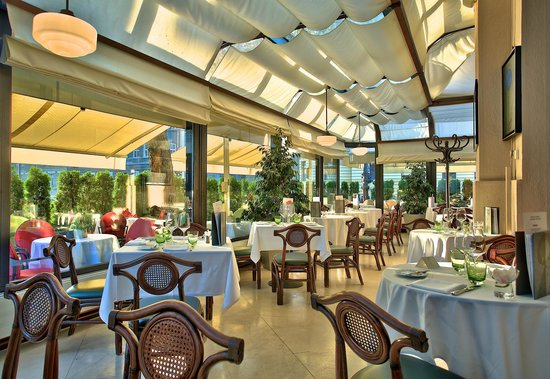 Le Bistro Esplanade winter garden and the terrace - relaxed enjoyable ambience