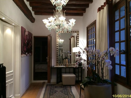 Chateau De La Ronde: The gorgeous entry way to our downstairs suite