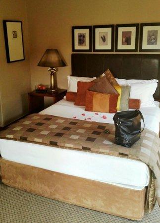Ntengu Lodge: The Upper Room (interior)