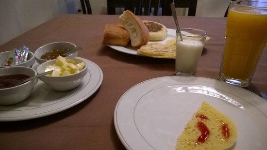 Riad La Croix Berbere De Luxe: Berber style breakfast