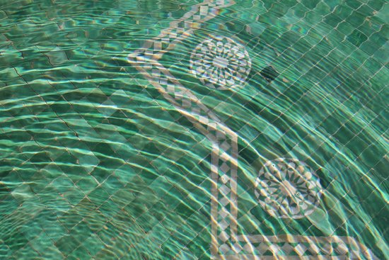 Al Fassia Aguedal: Tiles in Pool