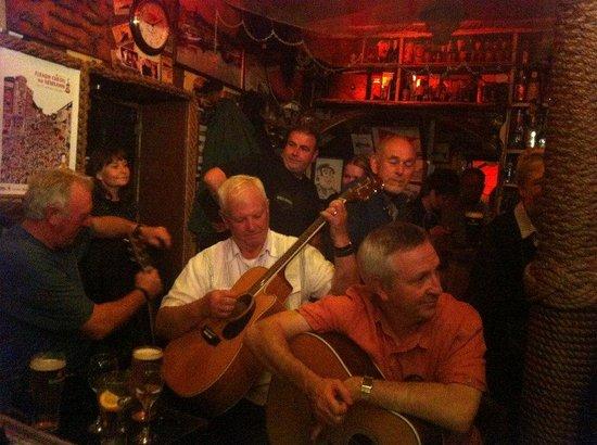 Harrys Bar & Gastro Pub: Great Craic