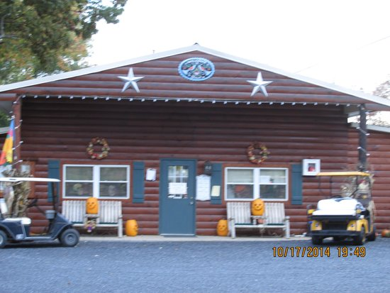 Dogwood Acres Campground: Office/Store area