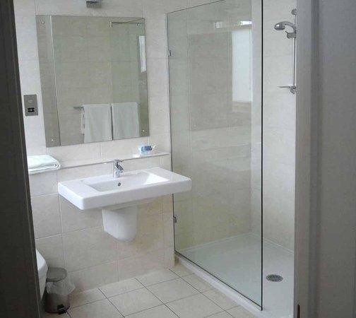 Ascot House: Bathroom with Villeroy & Boch sink