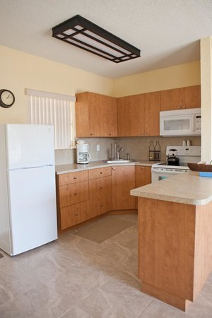 Sunrise Ocean Suites: Kitchen