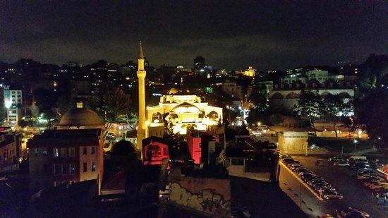 Karakoy Port Hotel: Masjid near the hotel