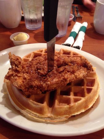 Berry Fresh Cafe: Great chicken and waffles with the blueberry honey mustard