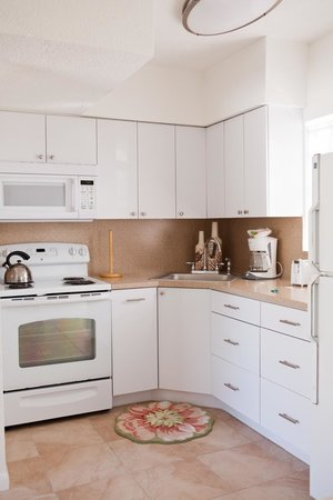 Sunrise Ocean Suites : Kitchen