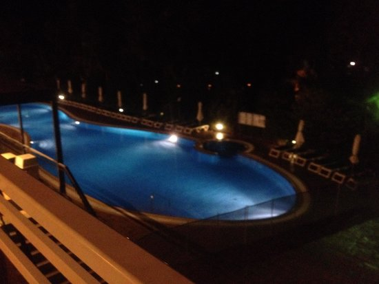 Aparthotel SunClub Salou: Pool at night