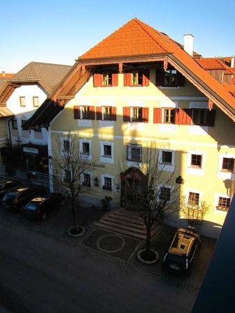 Romantik Hotel GMACHL: Blick vom Klosterhof zum Stammhaus