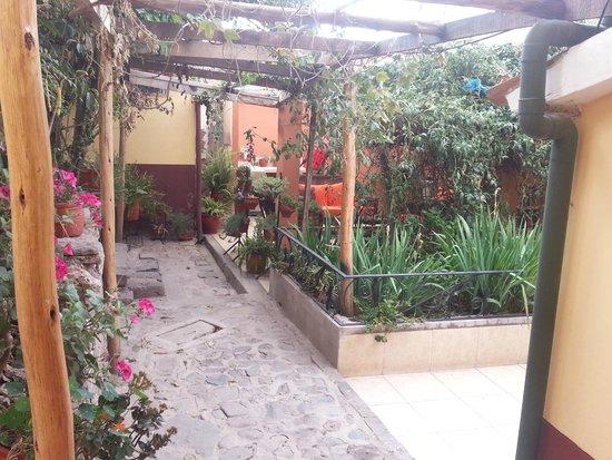 Amaru Hostal: Otro de los patios