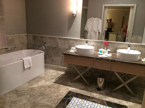 Xanadu Island Hotel: bathroom Romance Suite