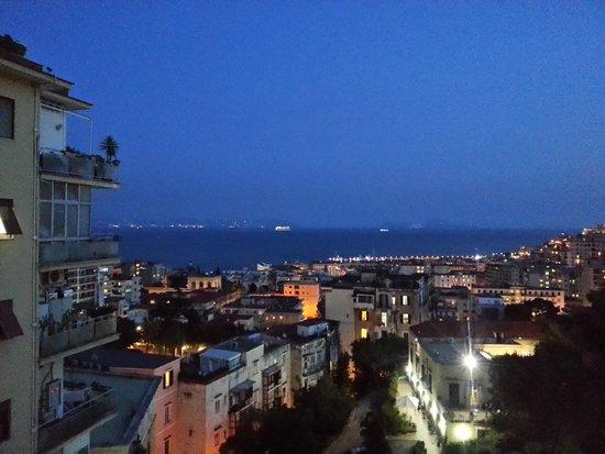 B&B Franca: Vista notturna sul golfo di Napoli....