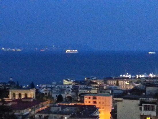 B&B Franca: La nave piu grande del mondo lascia Napoli