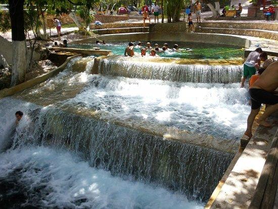 Los Manantiales : Hermoso río
