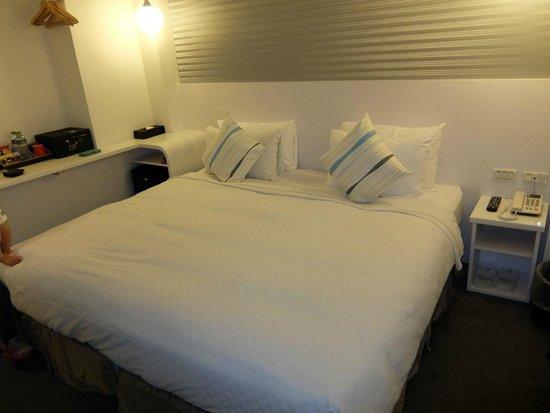 Hotel 73: .