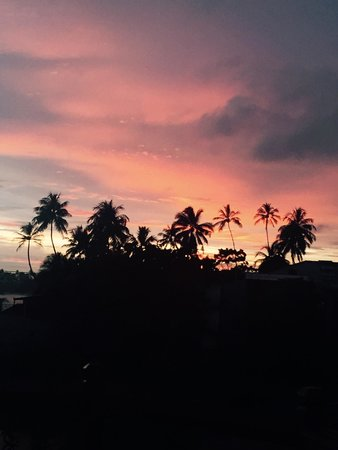 Sam's Guest House: Sunset from the terrace