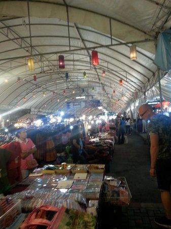 Anusarn Market: The stalls