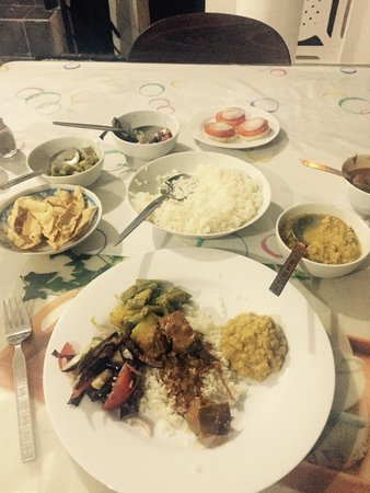 Sam's Guest House: Fish curry with rice, daal, aubergines, beans and potato. Absolutely delicious