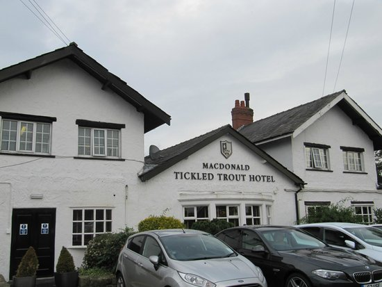 Macdonald Tickled Trout Hotel: Hotel front