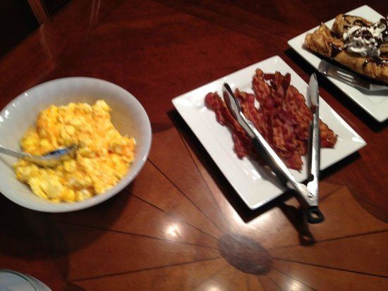 Rhineland, MO: Perfect bacon and eggs with cheese