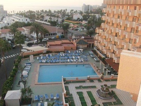 Apartamentos Caribe: Pool view from balcony