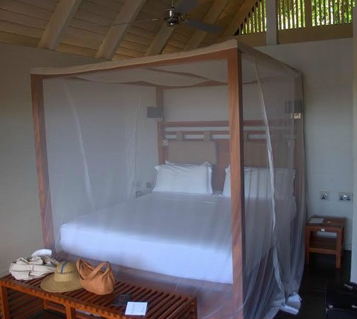Boucan by Hotel Chocolat: Large bed with netting