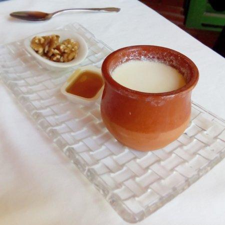 Restaurante El Pinar: CUAJADA de Morella con nueces y miel
