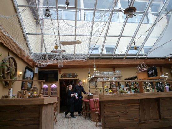 Hotel Am Alten Strom: Hotelhalle mit Bar